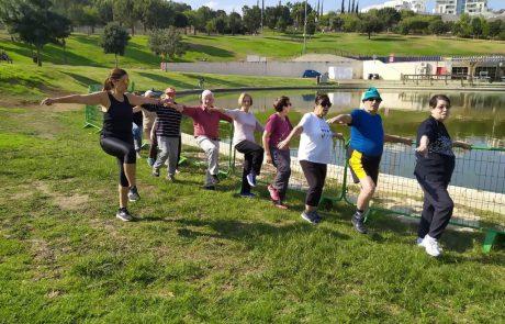 צועדים: דיירי פאלאס מודיעין צועדים במסגרת יום ההליכה הבינלאומי