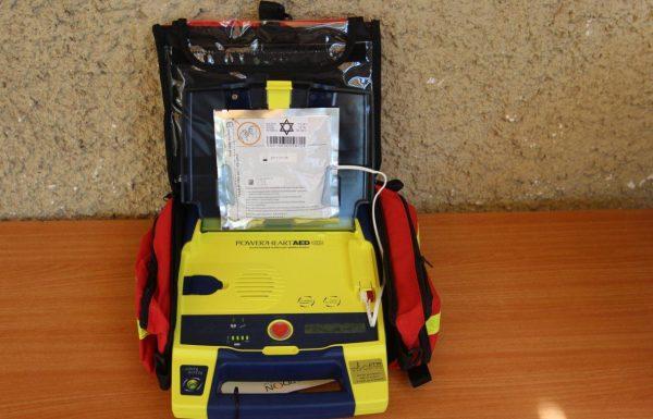 מכשיר החייאה (דפיברילטור) המוצב בחדר הכושר בפארק המים ברעות הציל את חייו של גבר שהתמוטט