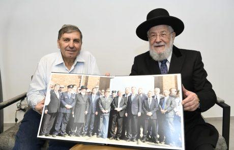 """הרב הראשי לשעבר, הרב מאיר לאו נפגש עם יו""""ר קק""""ל בטקס קביעת מזוזה במשרדי קק""""ל במודיעין"""