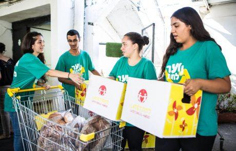 במקום לנצל את חופשת הפסח, בני נוער מובילים מבצע איסוף מזון לנזקקים