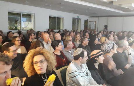 משנכנס אדר מרבים בשמחה: מאות משתתפים במופע סטנדאפ והצגה על זוגיות לקהל הדתי במודיעין
