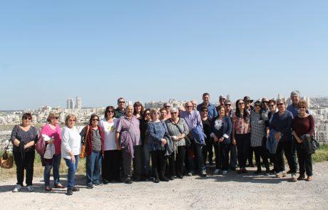 מסיירים בעיר עם ראש העיר