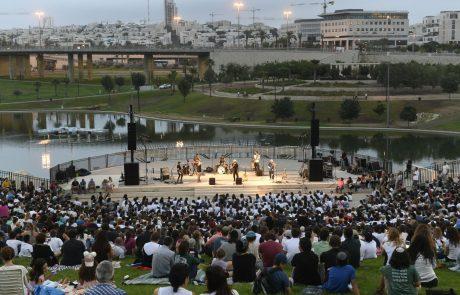 אלפי תושבים השתתפו  באירועי סליחות עירוניות לאור הזריחה
