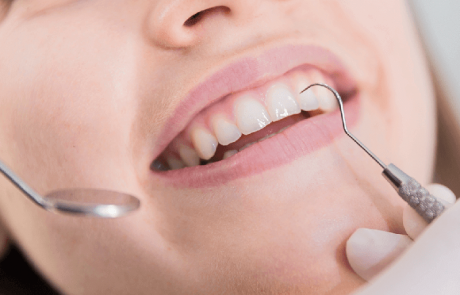 צחצוח שיניים ומחלת חניכיים – מה הקשר? רופא שיניים מראשון לציון מסביר