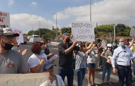 העובדים הסוציאליים חסמו את צומת שילת
