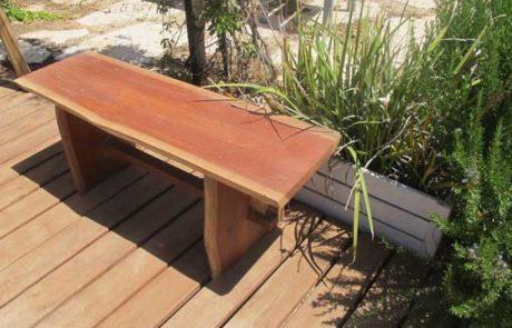ספסלים לגינה – איך, מתי ומאיזה חומר