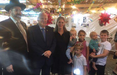 """הרב הראשי אירח בסוכתו את הנשיא ומשפחת סולומון: """"הפכת מספדי למחול לי"""""""