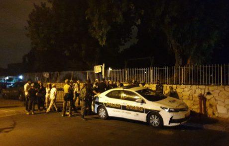 """עשרות הפגינו במכבים-רעות מול ביתו של האלוף: """"לא לצו המנהלי"""""""