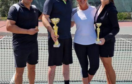 ליאור פלס הוא מנצח טורניר הטניס למבוגרים במודיעין