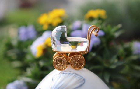 האם לקנות עגלת לתינוק לפני הלידה?