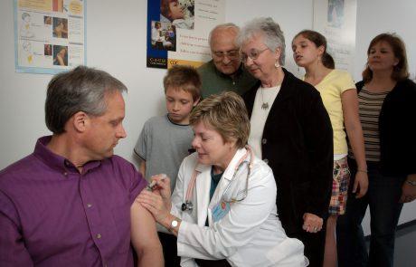 יוזמת כתף לחיסון למען האזרחים הוותיקים