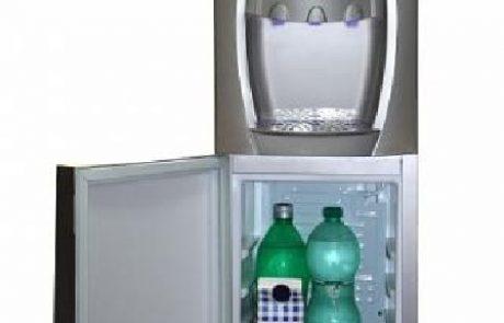 האם שתייה מבר מים היא בריאה?