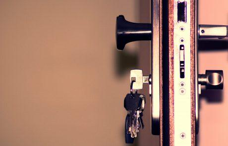 האם כל אדם יוכל לפרוץ לכם את הדלת או את הכספת שננעלה ואבד המפתח? ברור שלא! רק מנעולן מורשה המוסמך לכך!