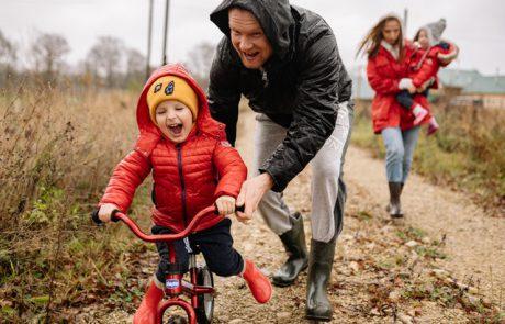 לרכוב עם ילדים על אופניים חשמליים